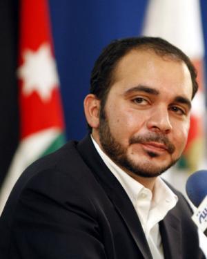 النائب السعود : محمود عباس أكد لي بأن الرجوب سيصوّت للأمير علي