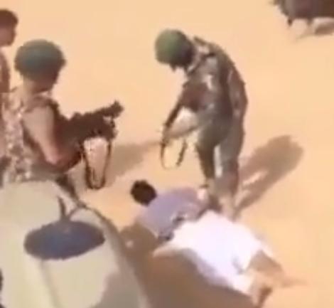 بالفيديو  .. لحظة اعتقال الجيش المصري لارهابيين بعد مطاردتهم في صحراء سيناء