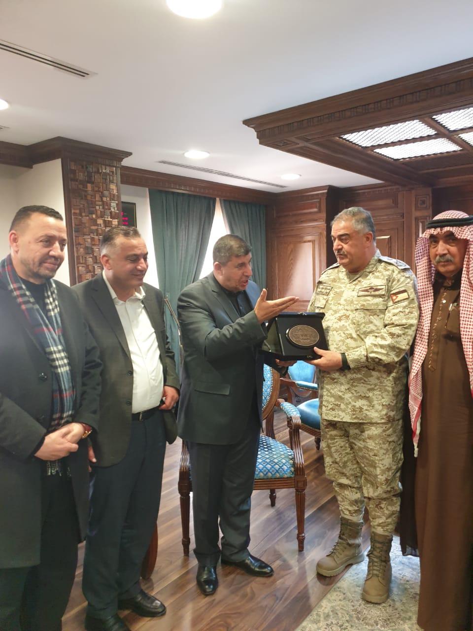 رئيس هيئة الاركان يستقبل رئيس لجنة فلسطين النيابية النائب يحيى السعود