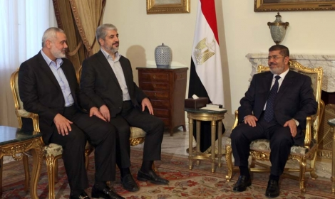 """وزير الأوقاف الفلسطيني يكشف عن صفقة """"مرسي"""" و""""حماس"""""""