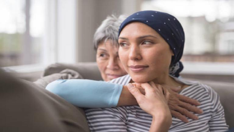 """اكتشاف طريقة """"تمنع"""" تساقط الشعر أثناء العلاج الكيميائي للسرطان"""