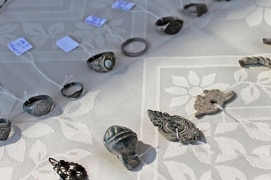 العثور على مجوهرات عمرها 900 عام غرب رام الله