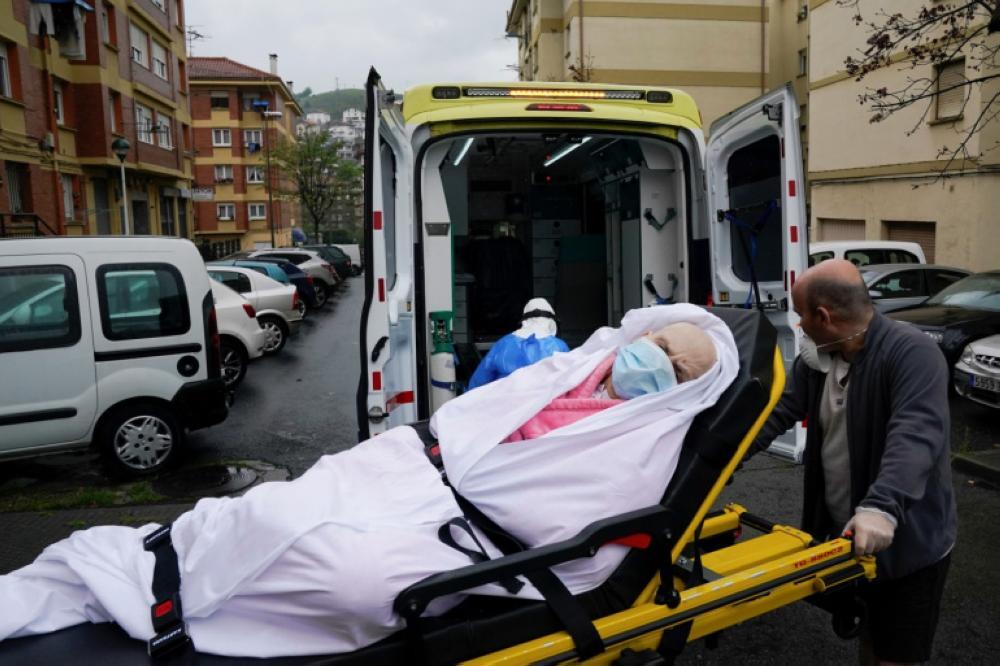 بريطانيا: 27 وفاة و4422 إصابة جديدة بكورونا