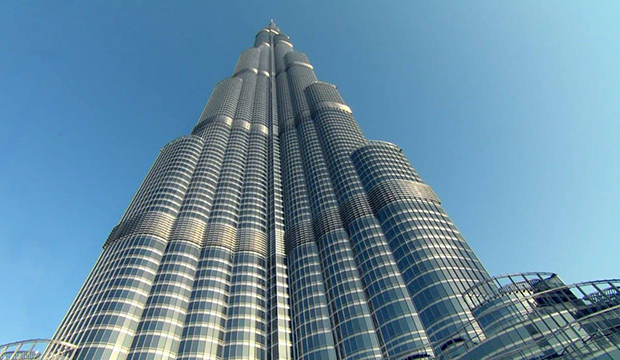 طائرات دون طيار لتنظيف الأبراج الشاهقة في الإمارات
