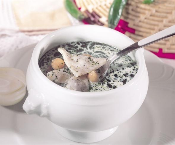 حساء باللبنة والحمص