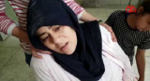 بالفيديو : لحظة سرقة امرأة طفلة رضيعة من داخل مستشفى وهي نائمة بجانب والدتها