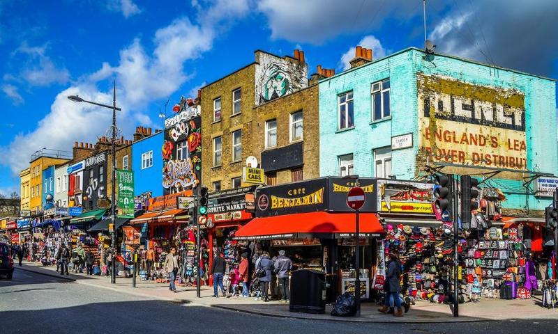 """في """"كامدن تاون"""" بـ""""لندن"""": إرث التاريخ وجنون صرعات الشباب"""