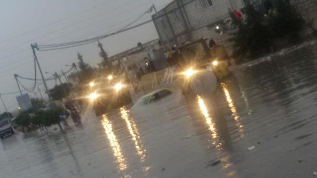 الأمطار تحيل شوارع في إربد والمفرق إلى برك وتقطع الكهرباء في جرش