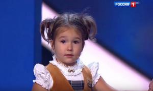 بالفيديو ...طفلة خارقة عمرها 4 سنوات وتتحدث 7 لغات منها العربية