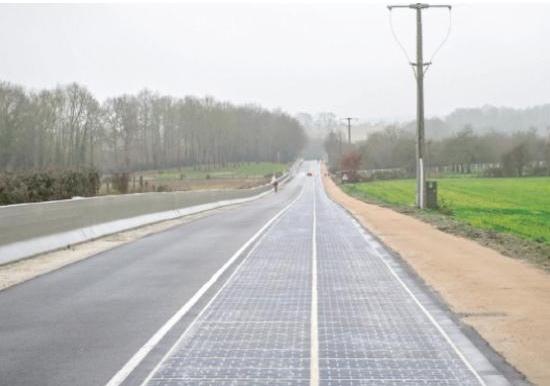 أول طريق في العالم يعمل بالطاقة الشمسية بفرنسا