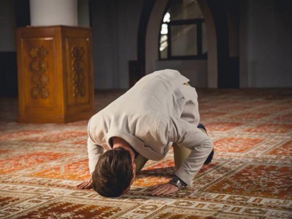 هل يجوز الدعاء بأشياء دنيوية أثناء السجود في الصلاة