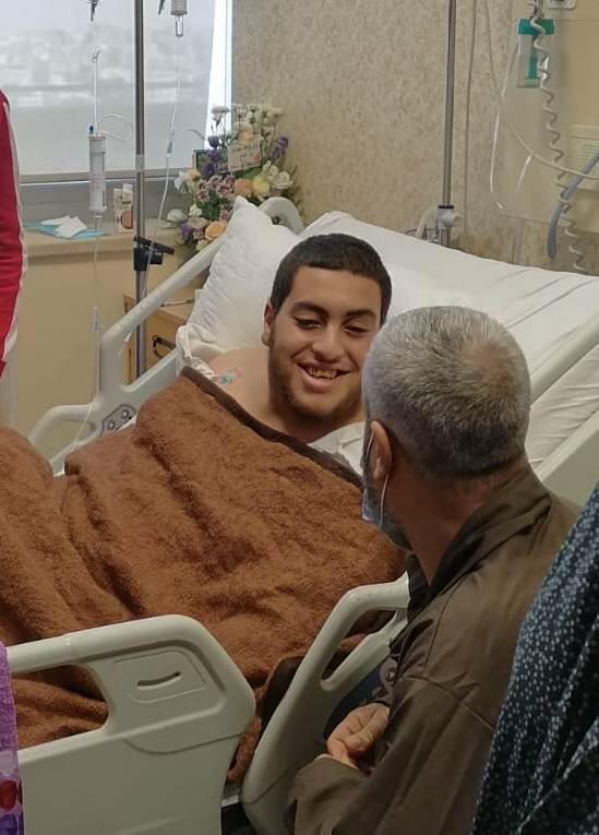 """بالفيديو ..  """"كيف أشكرهم يابا؟؟ - بالدعاء يابا"""" ..  لمن دعا الفتى صالح ووالده في المستشفى؟"""