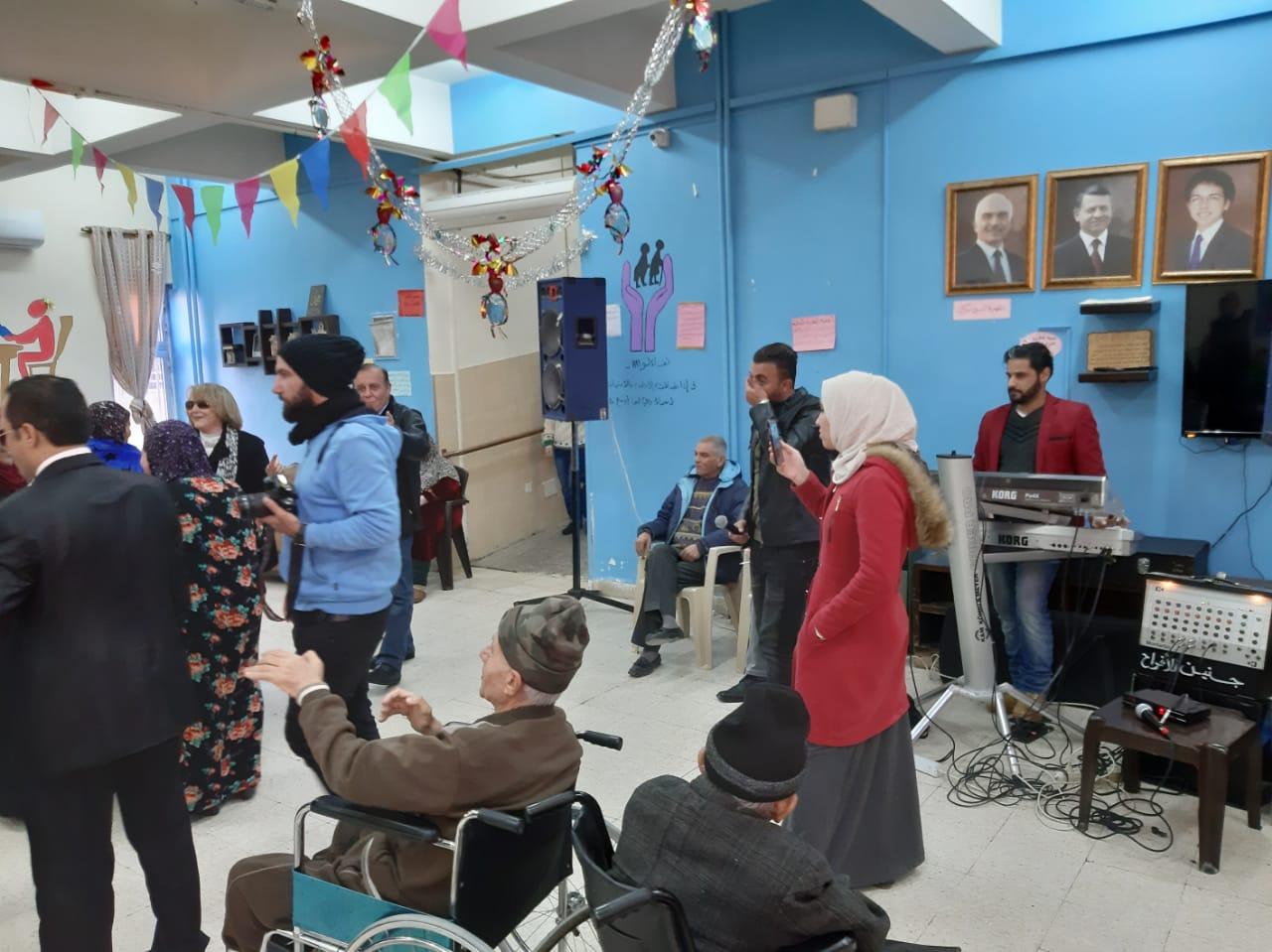 مركز لمسة حنان يقيم حفلا تكريميا للمسنين  .. فيديو وصور