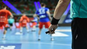 حكمان أردنيان يشاركان بإدارة مباريات دوري كرة اليد القطري
