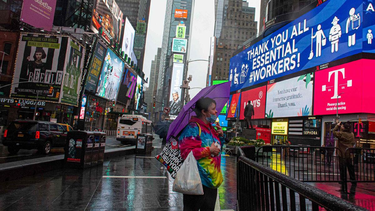 حاكم نيويورك يعلن تمديد العزل في المدينة حتى 13 يونيو