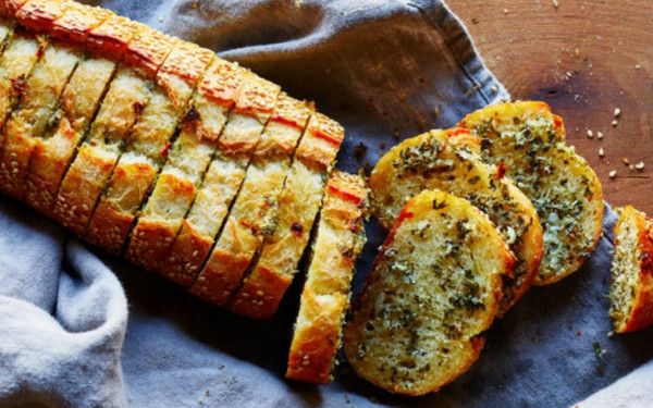 خبز بالثوم لمقبلات شهية