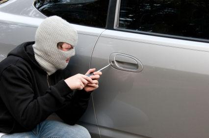 محاولة سرقة سيارة تُوقع بمطلوب عليه 240 سابقة جُرمية