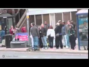 """بالفيديو .. تجربة استفزاز مسلم في كندا تنتهي بـ""""لكمة"""" عنيفة على الوجه"""