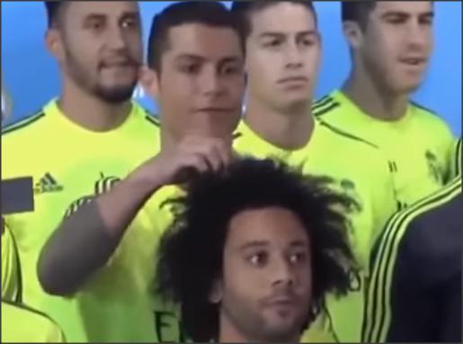 بالفيديو .. لحظات مضحكة في كرة القدم