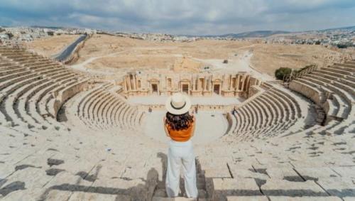 ارتفاع الدخل السياحي إلى 3.5 مليار دينار في 10 أشهر