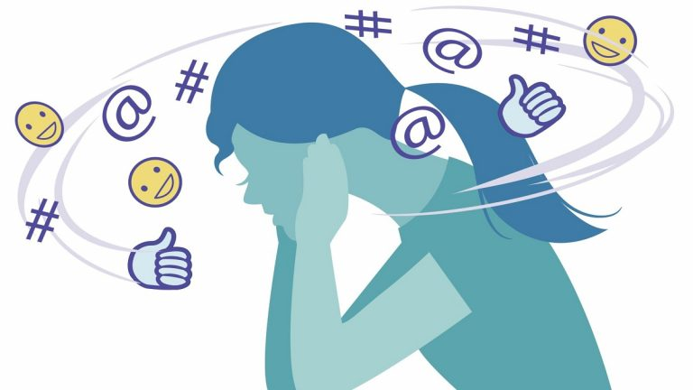 دراسة: وسائل التواصل الاجتماعي ترتبط بزيادة فرص إصابة المراهقات بالاكتئاب