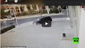 بالفيديو :الأرض تنخفس فجأة تحت عجلات سيارة دفع رباعي