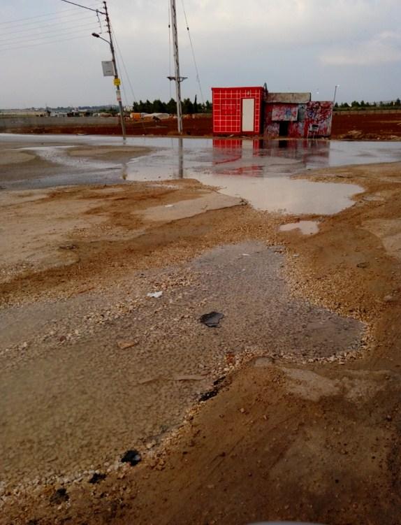 بالصور .. هدر مياه في اللبن بالاف الامتار