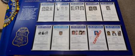 FBI يصدر قائمة جديدة للمطلوبين في العالم بينها شخصيات مسلمة وعربية