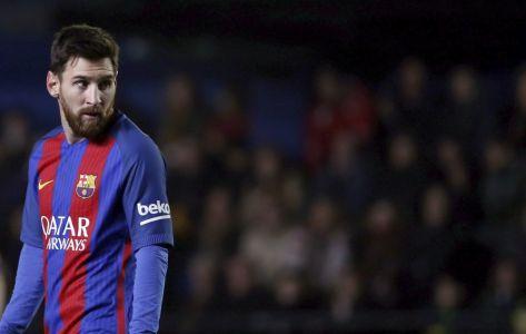برشلونة يواجه عوائق مالية في سبيل التجديد لميسي
