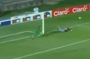 بالفيديو .. حارس مرمى ينقذ مرماه من هدفين بشكل تاريخي