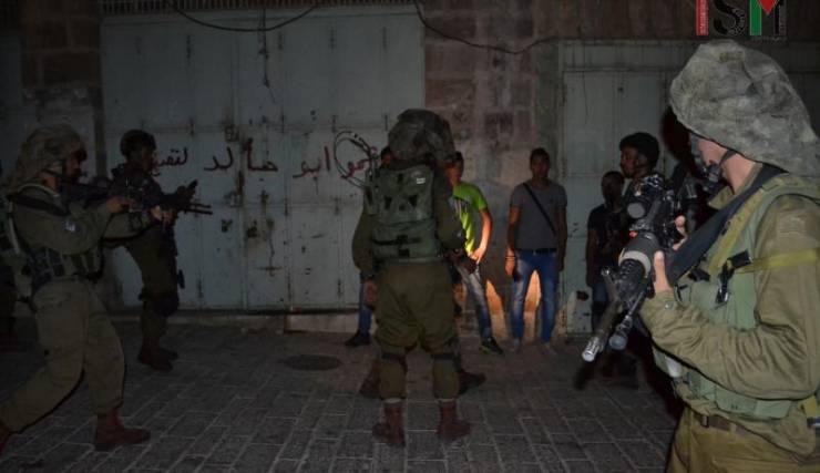 الاحتلال يعتقل شابا من بلدة الطور بالقدس المحتلة