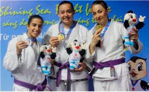 الجوجيتسو والموتاي تبدعان في دورة الألعاب الآسيوية الشاطئية