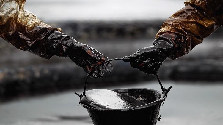 انخفاض الفاتورة النفطية إلى 2.05 مليار في 11 شهراً العام الماضي