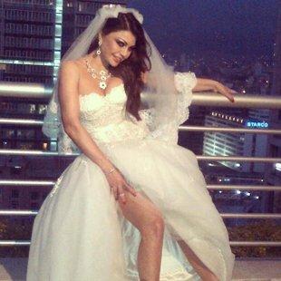 شاهد: هيفاء وهبي تثير حيرة معجبيها بارتدائها لفستان الزفاف
