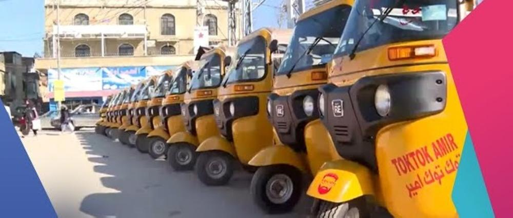 عربات «التوك توك» تجول في شوارع لبنان متحدية ارتفاع أسعار الوقود وصعوبات النقل