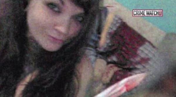 بعد إقدام زوجها على شنق نفسه  ..  قتلت والده والتقطت 'سيلفي' مع جثته