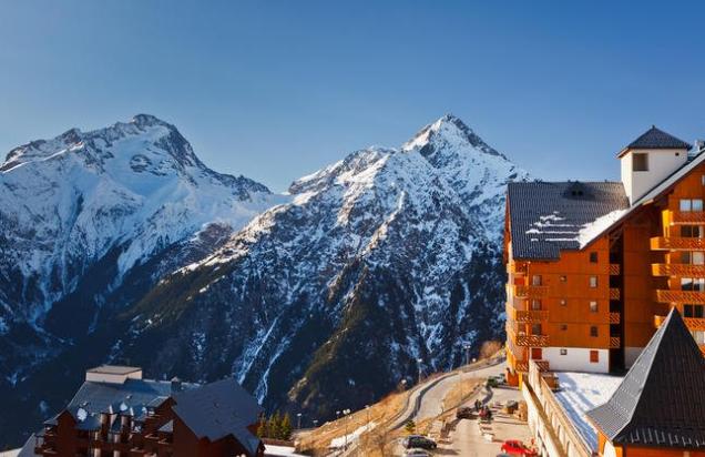 بالصور  .. رحلة سياحية إلى جبال الألب