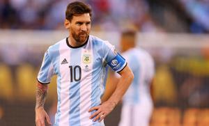 """الرئيس الأرجنتيني: ميسي """"هدية من الله"""""""