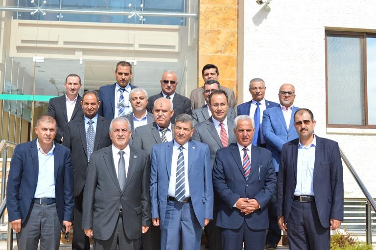 جامعة عمان الأهلية تتسلم راية الأتحاد الرياضي للجامعات الأردنية من نظيرتها الزيتونة