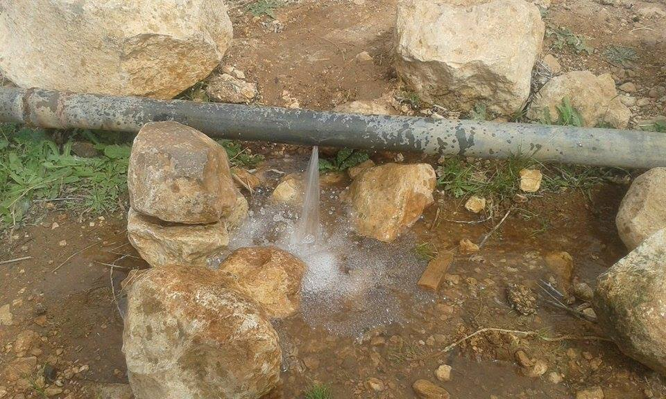 المفرق  : ماسورة مكسورة في منطقة المعمرية منذ اشهر  .. وهدر كبير في المياه
