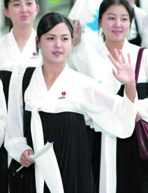 """من هي """"الجميلة"""" زوجة زعيم كوريا و ما قصة غيابها .. صور"""