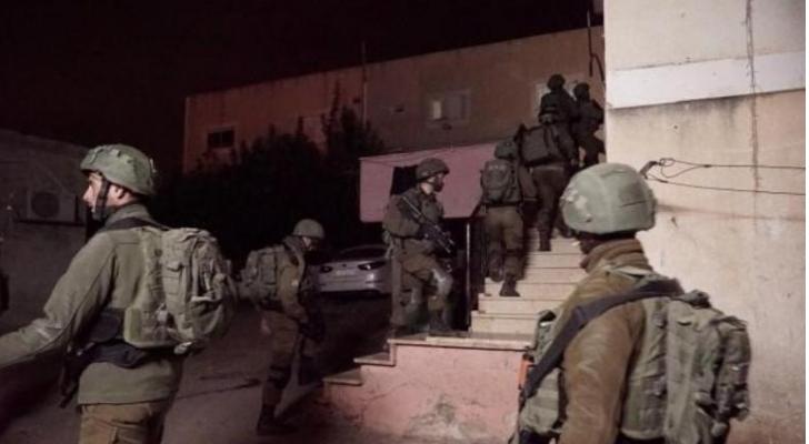 الاحتلال يعتقل 10 فلسطينيين من مدن الضفة المحتلة