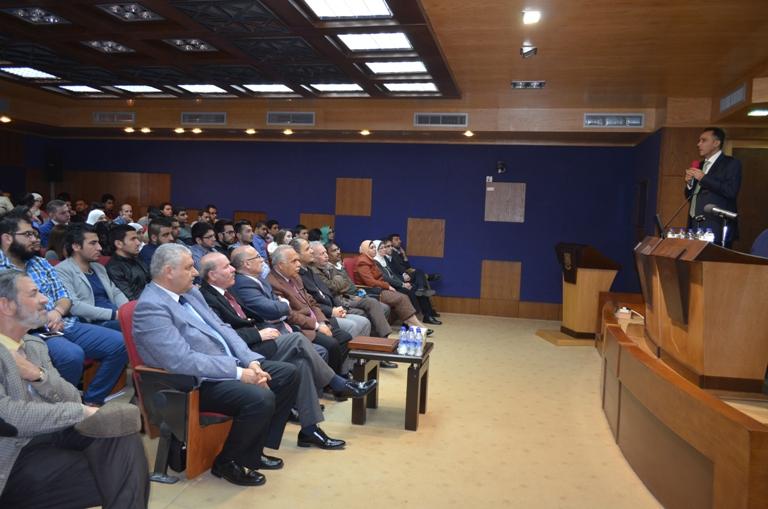 """محاضرة """"تطور شركة أدوية الحكمة"""" في جامعة عمان الأهلية"""