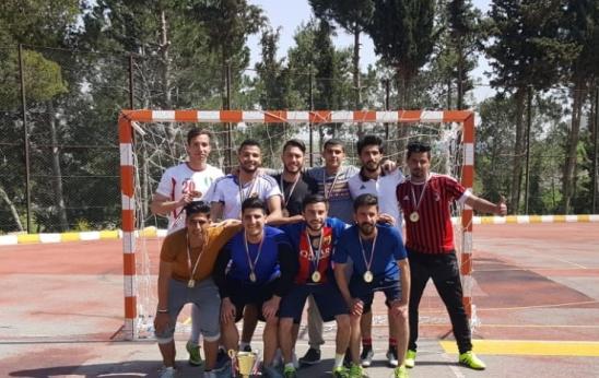 فريق كلية الآداب والعلوم بجامعة عمان الاهلية بطلاً لدوري الكليات بخماسي كرة القدم