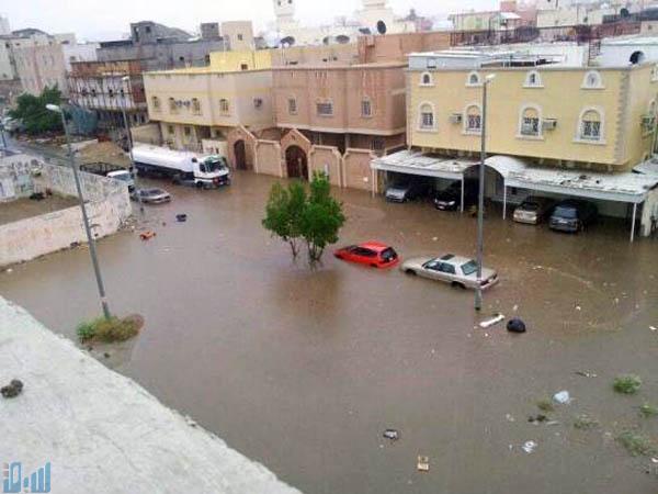 الأمطار  تغمر  شوارع مكة المكرمة في الجمعة الاخيرة من رمضان  .. صور
