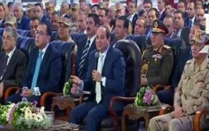 بالفيديو ..  شاهد السيسي يحرج محافظ القاهرة ..  لم يجب عن أي سؤال