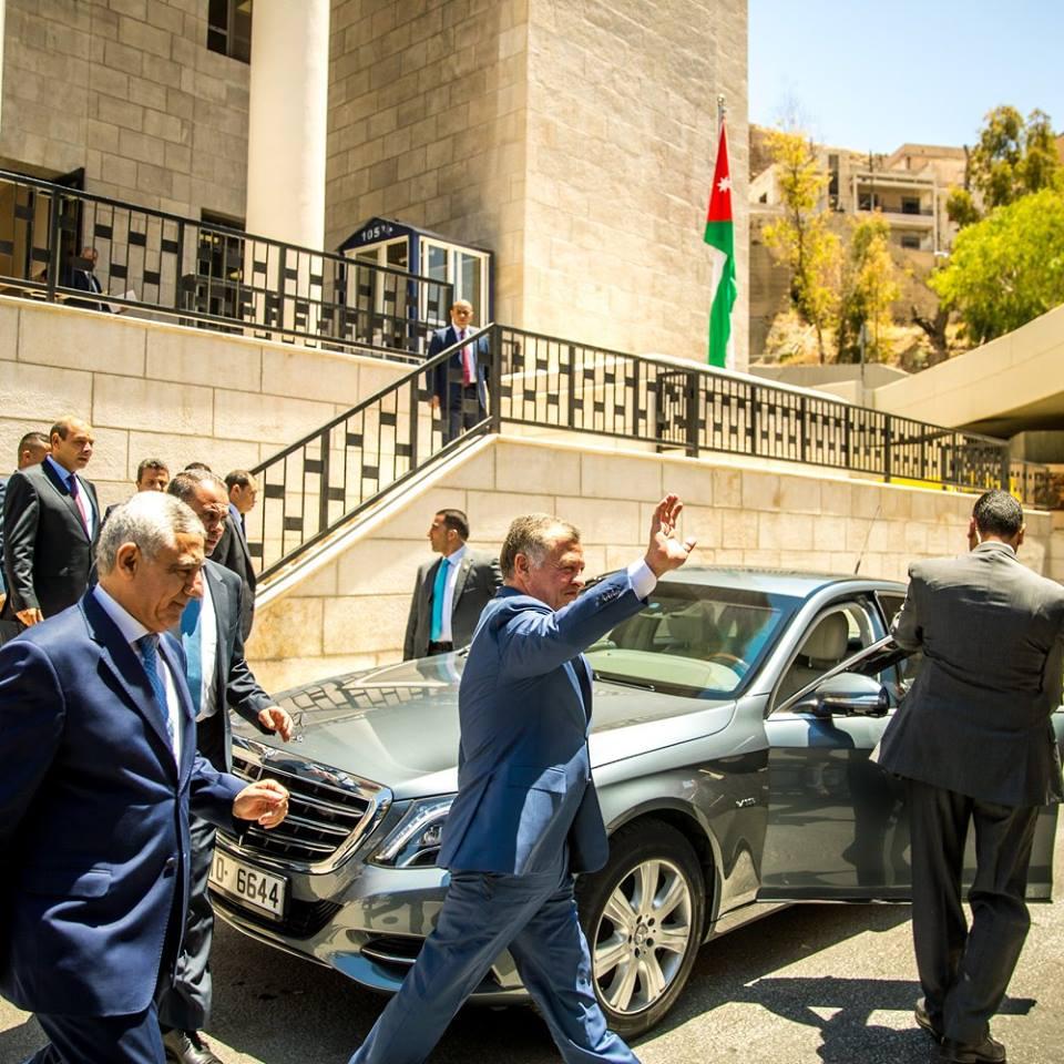 الملك يزور  المجلس القضائي  ..  صور