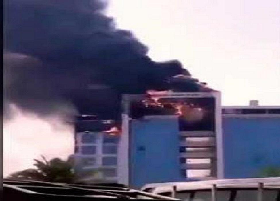 بالفيديو  ..  حريق هائل بمبنى النيابة العامة السعودية