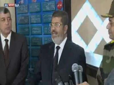 """الرئيس مرسي يزور """"كومبارس"""" بدل مصابي قطار البدريشن ويتجاهل مبارك"""