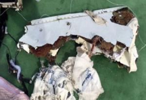 الطب الشرعي المصري: الأشلاء البشرية المنتشلة من مكان تحطم الطائرة تظهر آثار انفجار